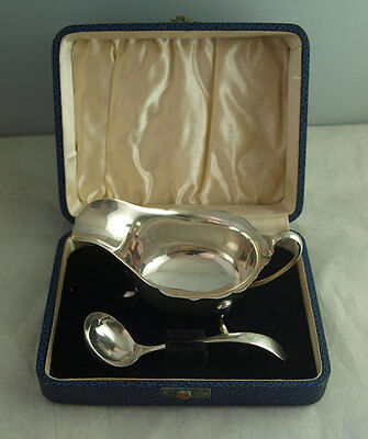 Elegant Cased Solid Silver Sauce Boat And Ladle - Viners Sheff. 1938
