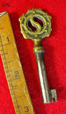 Fine Antique Brass Top Ornate Skeleton Key w/ S Bow - More Rare Old Keys Here