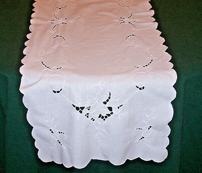 "LOVELY VINTAGE SNOW WHITE CUTWORK LINEN RUNNER, FLORAL DESIGN, 48"" LONG, c1930"