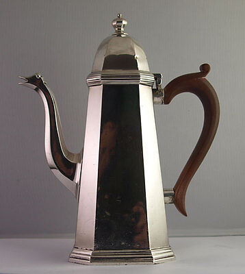 Superb Solid Silver Coffee Pot - 673g - London 1936.