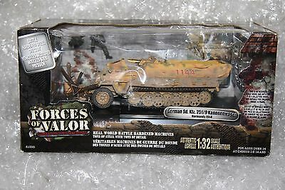 1/32 Unimax FORCES OF VALOR German Hanomag SDKFZ 251/9 Normandy 1944 Mint Boxed