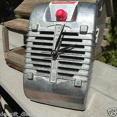 1950s 1960s 1970s Detroit Diecast Eprad Drive-In Movie Speaker Quartz Wall Clock