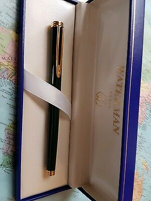 Waterman Gentleman fountain with gold trim and 18k solid gold M nib in Mint cond