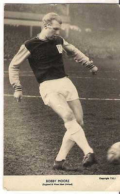 Bobby Moore vintage Football player photo - the collector's club London West Ham