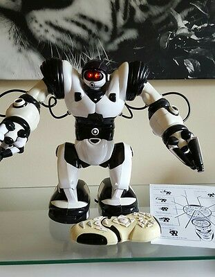 "Robosapien interactive toy 35cm/ 15"" with remote control"