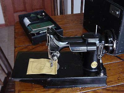 Singer featherweight 221-1 sewing machine 1947 with case and accessories