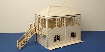 O gauge (7 mm) Midland style signal box with left stairs  - LCC B 70-12L