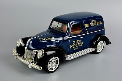 Golden Wheel 1940 Ford Police Car Boxed 1:18