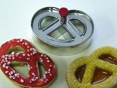 Pretzel Shaped Cookie / Biscuit Plunger Cutter