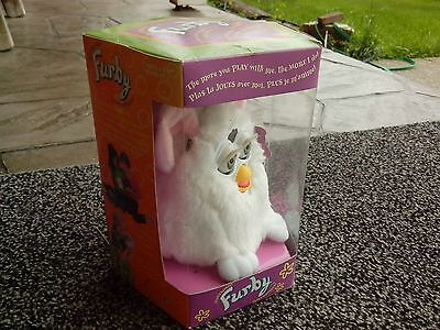 SUPER RARE CANADIAN  Snowball Furby 1998, First Edition NEVER OPENED!