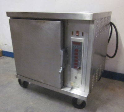 "Wells M4200-3S 3-Ph 208V Vented Convection Oven Cavity=14""W x 21""D x 20""H"