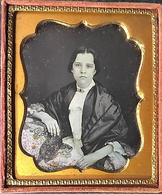 BEAUTIFUL YOUNG WOMAN TINTED JEWELRY ID'd JANE T. ABBOTT 1/6 DAGUERREOTYPE D369