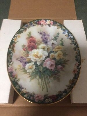"""Decorative Wall Plate """"Rememberance"""" by Lena Liu - Floral Cameos"""