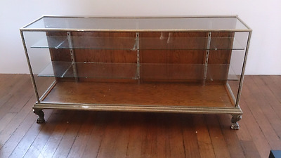 Shop counter / glass display cabinet
