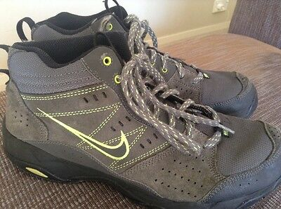 Mens Nike Boots - Size 9.5