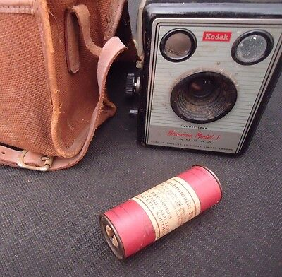 KODAK BROWNIE MODEL I CAMERA with 620 FILM and CASE