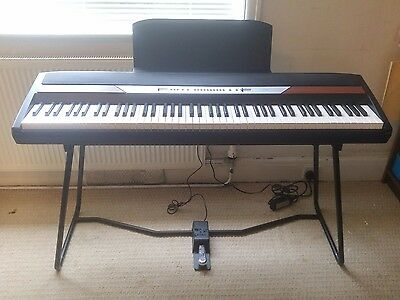 Korg SP250 Piano 88 keys - Excellent condition, stand, pedal, built-in amp, bag