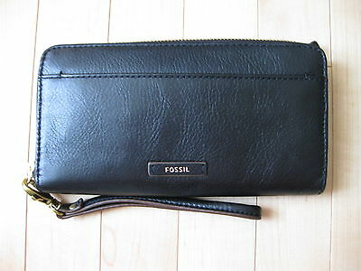 NWT Fossil Leather Zip Clutch Wallet with RFID (retail $90 CAD)