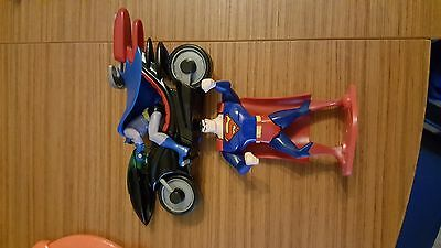 KINDER MAXI - Moto Batman + Figure Superman