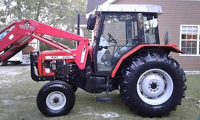 2005 Massey Ferguson 491 Tractor w/Loader and Bucket