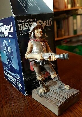 Rare Clarecraft Discworld DW54 Captain Vimes holding the Gonne. VGC