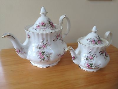 19 Piece ROYAL ALBERT 'LAVENDER ROSE' TEA / DINNER SET ENGLISH BONE CHINA