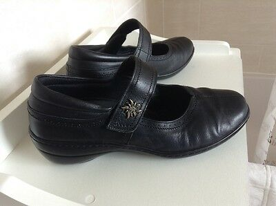 Ladies Velcro Fastening Shoes By Pavers