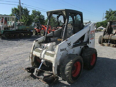 2002 Bobcat 863G Skid Steer Loader w/ Cab . Machine Needs Work!!