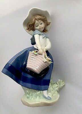Lladro Figurine - Girl With Flowers #5222  Perfect Condition