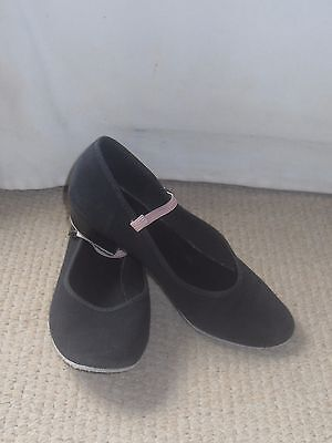 Roch  Valley  Black Canvas Character Dance Shoes  Size 3 Pink Elastic Popper