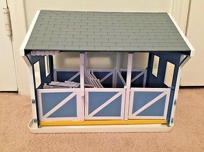Breyer Classics Country Stable With Wash Stall