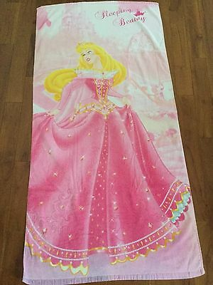 drap de bain ou de plage princesses disney Sleeping Beauty