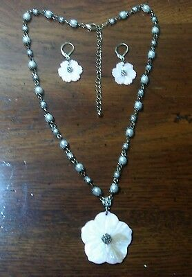VTG Delicate Pink Mother of Pearl Flower W/ Faux Pearl Necklace & MOP Earrings