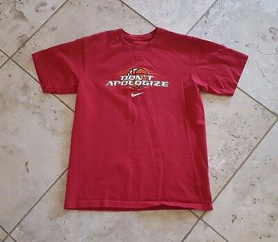 Boys Nike Solid Red Short Sleeve Don't Apologize Graphic T-Shirt Size M
