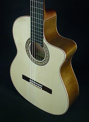 Cutaway Spanish Guitar Juan Montes. Flamed Maple. Guitarra Clasica. Hard Case