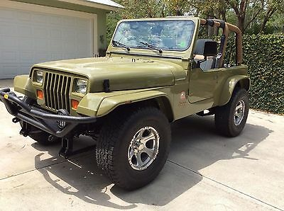 "1993 Jeep Wrangler rare Restored 1993 Jeep Wrangler Sahara CAN. Interior RARE RESTORED 1993 Jeep Wrangler Sahara Canadian ED. ""Land Rover"" style Interior"