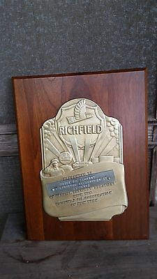 1940-50 Richfield Brass And Wood 25 Yr. Recognition Plaque-Great Condition