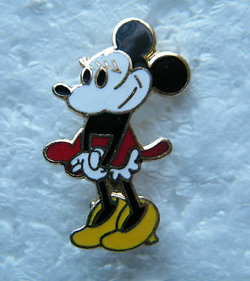 Minnie Mouse  - Brooch / Lapel Pin.