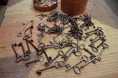 122 alte und neuere Schlüssel / older and newer keys / Made in Germany