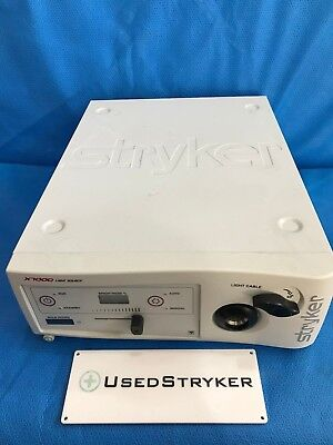 Stryker X7000 Light Source 220-190-000 with 912 Hours on Bulb