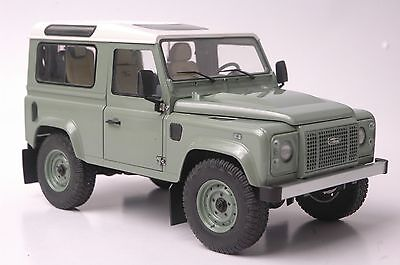 Land Rover Defender 90 Heritage car model in scale 1:18 green/white