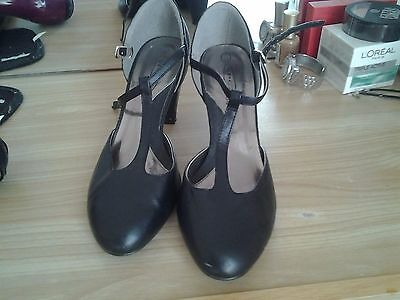 ladies black office style shoes size 4