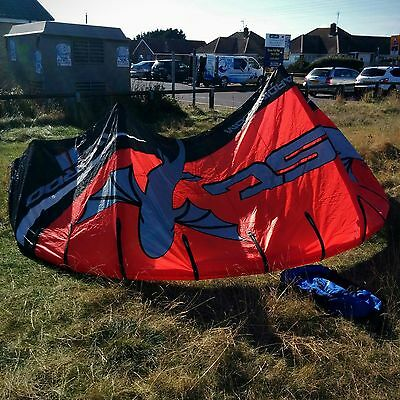 Best Waroo 12m kitesurfing kite - Ideal first kite