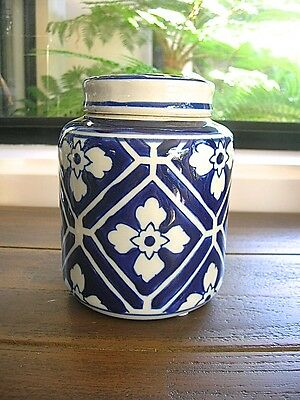 LOVELY HAMPTONS STYLE CLASSIC BLUE AND WHITE CERAMIC GINGER JAR 13cm