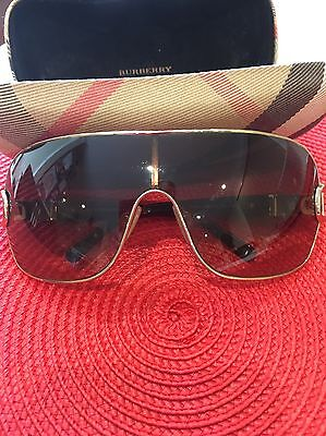 Burberry Sunglasses RRP $340 As New. Stunning Womens Oversized !