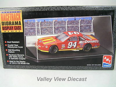Amt Display Case With Racetrack Diorama - For 1/24 & 1/25 Scale