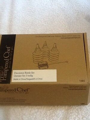 Pampered Chef Decorator Bottle Set. New