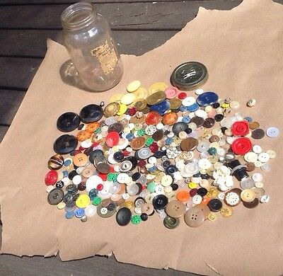Mixed Lot Vintage Celluloid-Bakelite-Old Plastics Buttons Sewing Estate Sewing