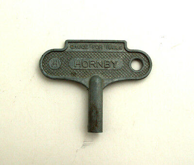 HORNBY O GAUGE CLOCKWORK KEY FOR No 1 + O LOCO'S,  VERY GOOD  CONDITION