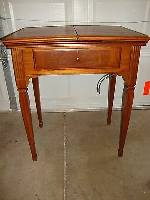 Antique  Singer Sewing Cabinet DeLuxe Library Table No. 40